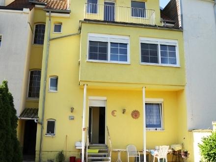 Ein- bis Zweifamilienhaus in belibeter Wohnlage mit Garten!