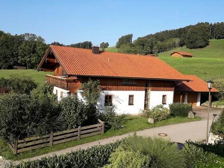 Freistehendes Einfamilienhaus mit Bergblick in sonniger und ruhiger Lage