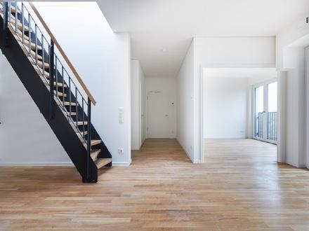 Skyline-Blick: 4-Zimmer-Wohnung mit Loggia, Balkon und Dachterrasse