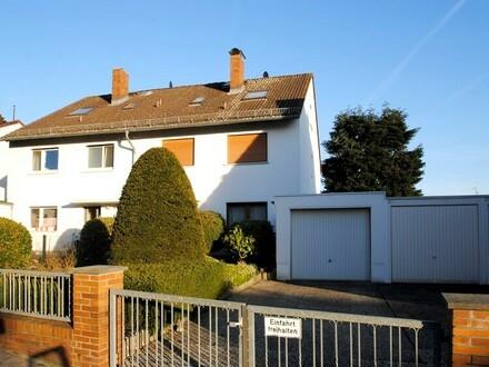 Innen wie Aussen außergewöhnlich viel Platz auch für die große Familie in Bad Soden-Neuenhain!