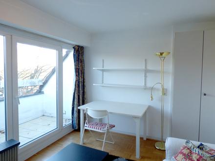 Möbliertes Mikro-Appartment mit Balkon