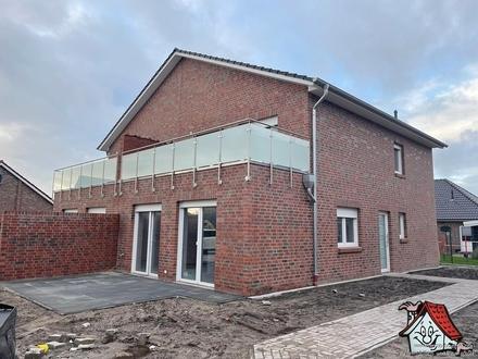 Erstbezug!! Doppelhaushälfte mit 4 ZKB direkt in Ramsloh zu vermieten!