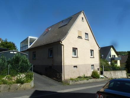 1 Fam. Wohnhaus mit Doppelgarage und großem Grundstück