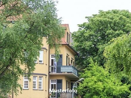 Wohn- und Geschäftshaus mit Pkw-Stellplätze