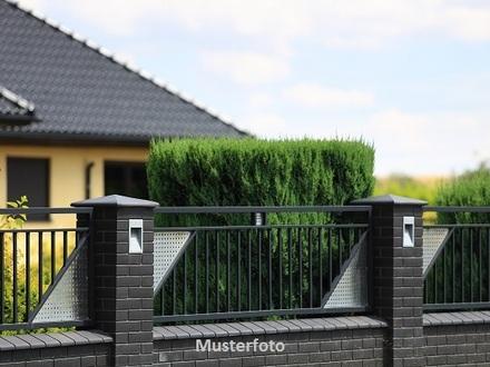 Mehrere Wohnhäuser mit Garagen - Versteigerungsobjekt -