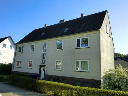 gepflegte Wohnung im 1 OG ohne Balkon aber mit eigener Gartenfläche.