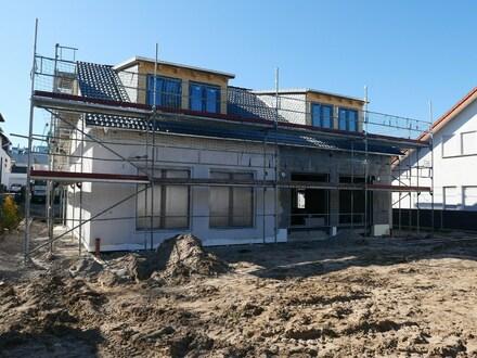 Vorfreude auf den Sommer - Neubau- Doppelhaus mit sonnigem Garten!