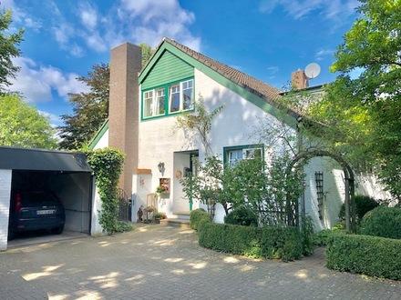 Tarmstedt! Hier wohnt man wie im Urlaub! Sehr schönes, großzügiges Einfamilienhaus mit traumhaftem Grundstück!
