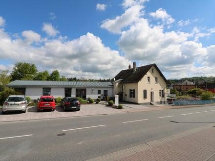 Rendite-Objekt mit 4 ! gepflegten Top Gewerbeeinheiten plus 2 Wohnungen in Bestlage v. Nastätten.