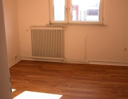 Kurzfristig frei: 3-Raum-DG-Wohnung in Wilhelmshaven-Heppens,