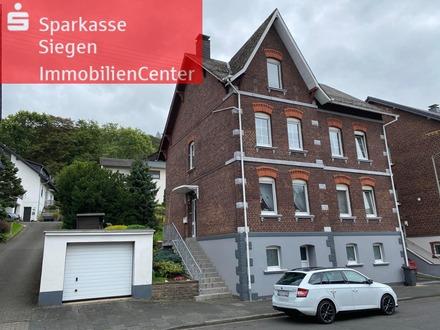 Zweifamilienhaus mit 2 Garagen und herrlichem Garten in bester Lage von Siegen-Eiserfeld