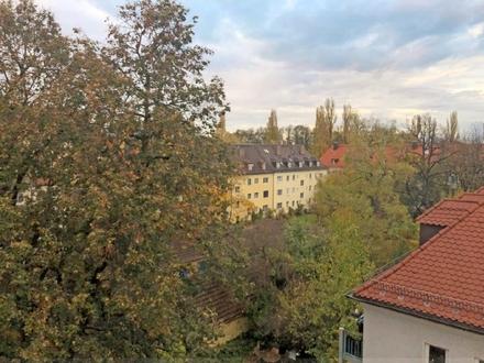 Wohnen im charmanten Dachgeschoss in Bogenhausen