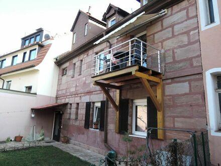 6 2 0 qm Wohnfläche verteilt auf 3 Leerstandsgebäude mit ca. 1 8 0 qm Ausbaureserve im Rohdachboden
