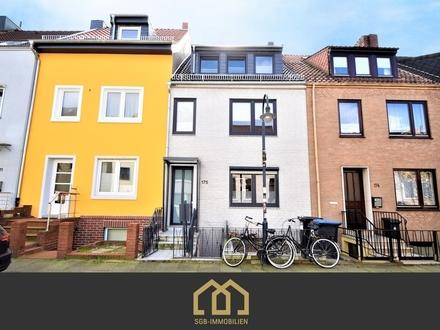 Neustadt / Anlage: Aufwendig saniertes Zweifamilienhaus in zentraler Lage