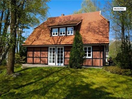 Einfamilienhaus mit Einliegerwohnung in 71739 Oberriexingen, Theodor-Heuss-Str.