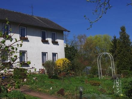 Alte Schule - Großzügiges Wohnhaus mit Bauerngarten in herrlicher Lage - Nähe Großheirath