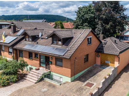 Gepflegtes Einfamilienhaus mit großzügigen Geschäftsräumen - ca. 370m² Gesamtfläche
