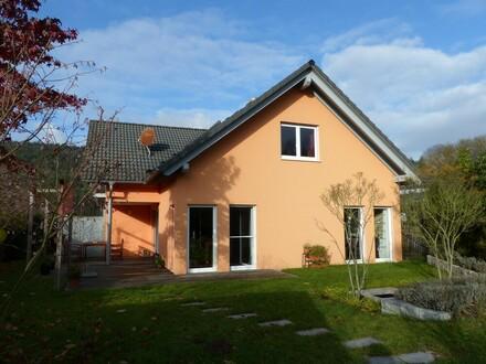 Attraktives und modernes Einfamilienhaus mit Carport und herrlichem Garten