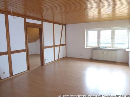 RUHIG UND ZENTRAL: Gemütliche 3-Zimmer-Wohnung im Dachgeschoss mit Keller und Stellplatz