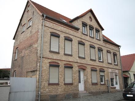 Geräumige 4-Zimmer Wohnung mit ausgebauten Spitzboden und Garage in Eisleben-Helfta