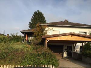 Schönes gepflegtes u. freistehendes Einfamilienhaus mit Carport und Garten in Garching