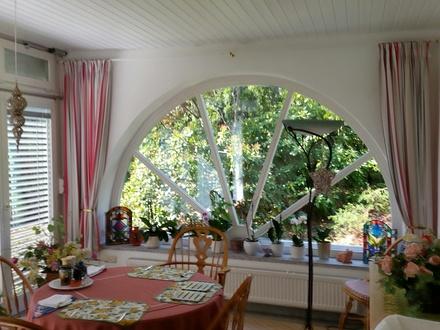 Exclusive Villa in ruhiger, gehobener Wohnlage