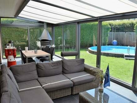Modernisiertes Einfamilienhaus mit Wintergarten, Pool & Sauna
