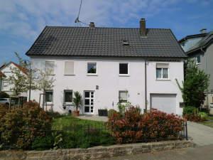 Großzügiges Wohnhaus mit Garage und tollem Garten