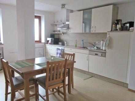 Eigennutzung oder Kapitalanlage: 4-Zimmer-Wohnung im Ortskern von Vilseck
