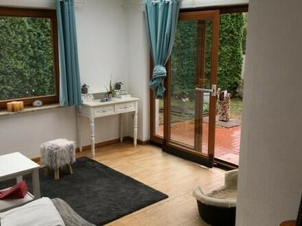 Schöne Wohnung mit eigenem kleinen Garten