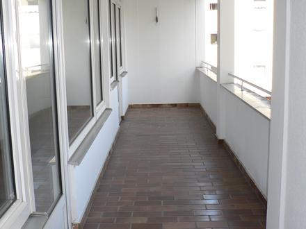 Ruhige sonnige 3-Zimmer-Stadtwohnung mit Süd-Loggia in zentraler Lage, auch geeignet für 2er WG