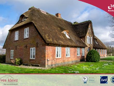 178 Jahre Geschichte und modern wie ein Neues - historisches Reetdachhaus im schönen Nordfriesland.