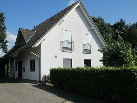 Modernes Wohnhaus mit Carport in Lemwerder