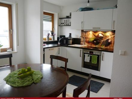 Großzügige 3 1/2 Zimmer-Wohnung mit Balkon und Tiefgaragen-Stellplatz