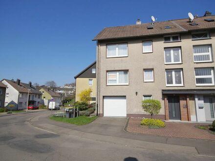 Meinerzhagen: Stadtnahes Einfamilienhaus mit Garage und PKW-Stellplatz