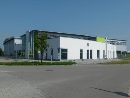 Top Gewerbeobjekt: ca. 3.800 qm Fläche mit Laderampen, GMP-Verpackung, Hochregallager + Anbaumöglichkeit von 1.600 qm