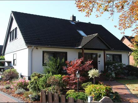Geräumiges Einfamilienhaus! Moderne Photovoltaikanlage spart Strom und verdient bares Geld für Sie.