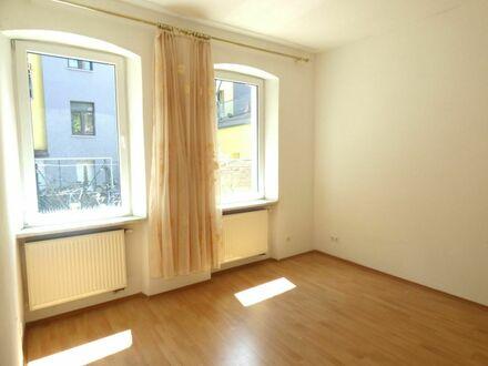 2 9 9. 0 0 0,- für familienfreundliche- ruhige 5 Zimmer mit 9 8 qm und grundlegend 2004 renoviert
