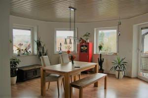 Große, moderne Wohnung im Grünen