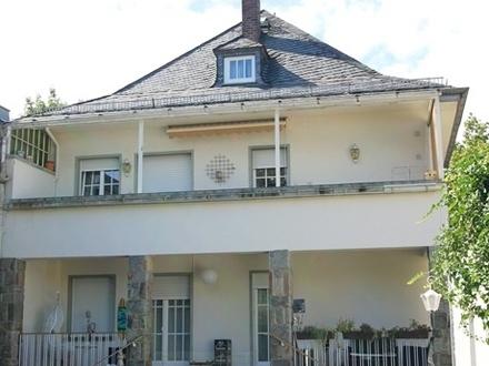 Ein-/Zweifamilienhaus mit großem Sonnengrundstück