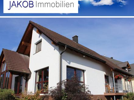 Großzügiges Wohnhaus mit Wintergarten und romantischer Teichanlage.