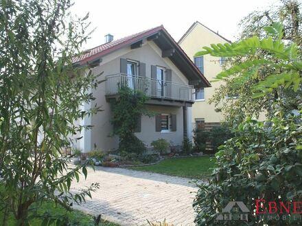 Großes Einfamilienhaus in Wallersdorf