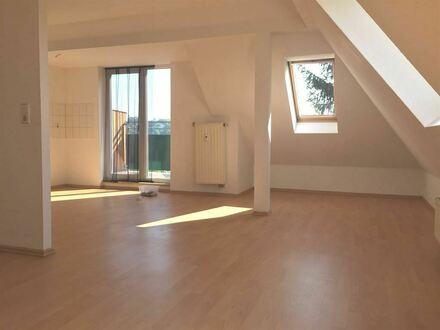 Schöne Singlewohnung mit Balkon und Pantry-Küche