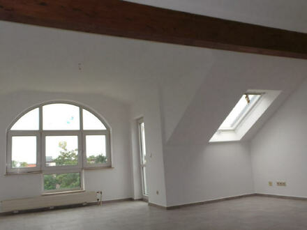 ARNOLD-IMMOBILIEN: Tolle Dachwohnung mit Charme