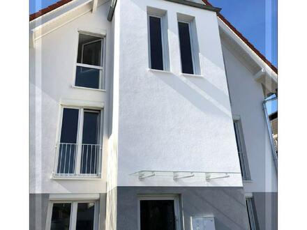 NEUBAU Stadtvilla mit drei Eigentumswohnungen