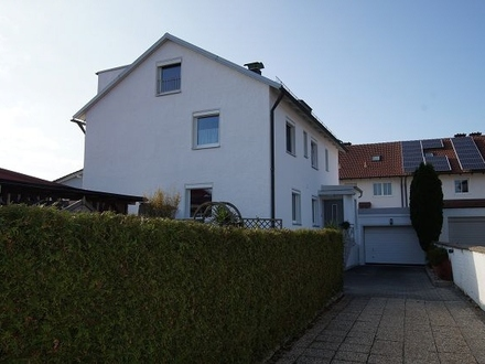 Zweifamilienhaus mit ausbaufähigen Dachgeschoss
