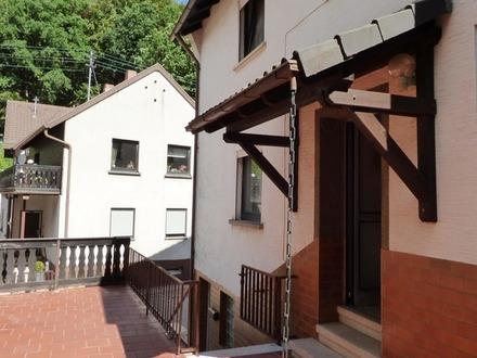 Haus mit schöner Terrasse und Garten