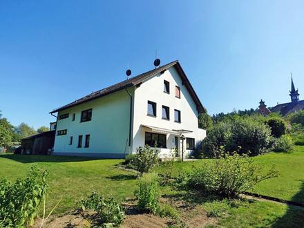 Platz für bis zu vier Familien: Mehrgenerationen-Haus mit großem Garten in Rödentaler Stadtteil