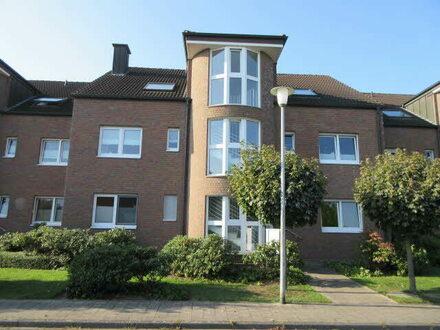 schöne EG-Wohnung mit Terrasse, Garten, Einbauküche, TG-Platz in zentraler, ruhige Wohnlage.