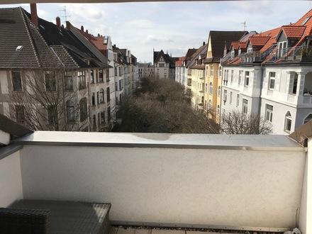 lichtdurchflutete DG-Wohnung mit 2 Dachterrassen im östl. Ringgebiet.